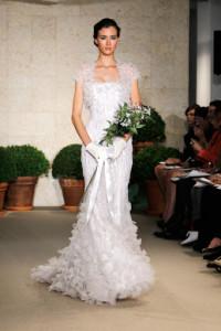 OscarDeLaRentaconfetti-latino-bride-and-groom