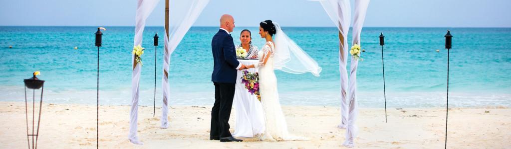 ocean-destination-wedding_latino-bride-and-groom-beach-wedding-boda