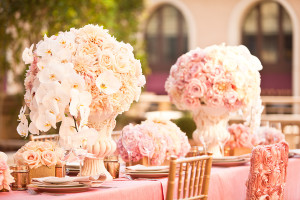 Wedding-Planner-Andrea-Freeman_wedding-table-setting-with-flowers